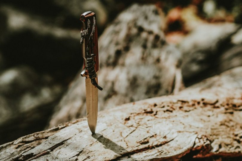 best-backpacking-knife-for-hiking-camping-4