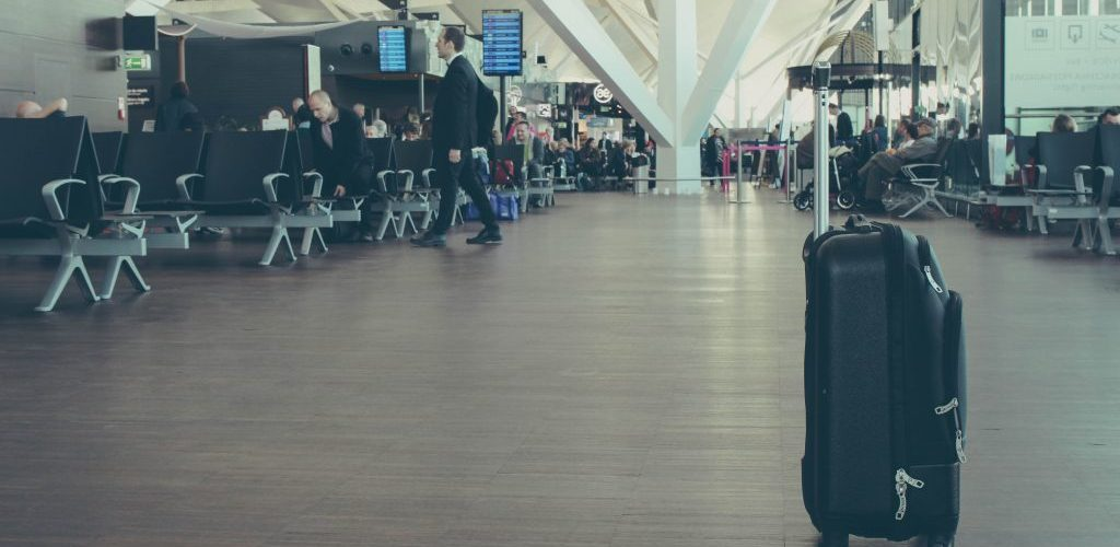 best-carry-on-garment-bag-for-travel