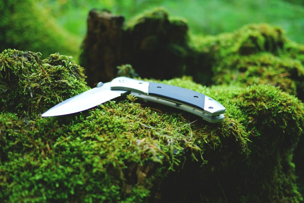 best-ultralight-backpacking-knife-for-hiking