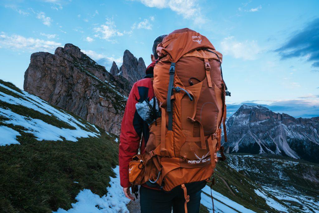 best-backpacking-sleeping-bag-under-100-04