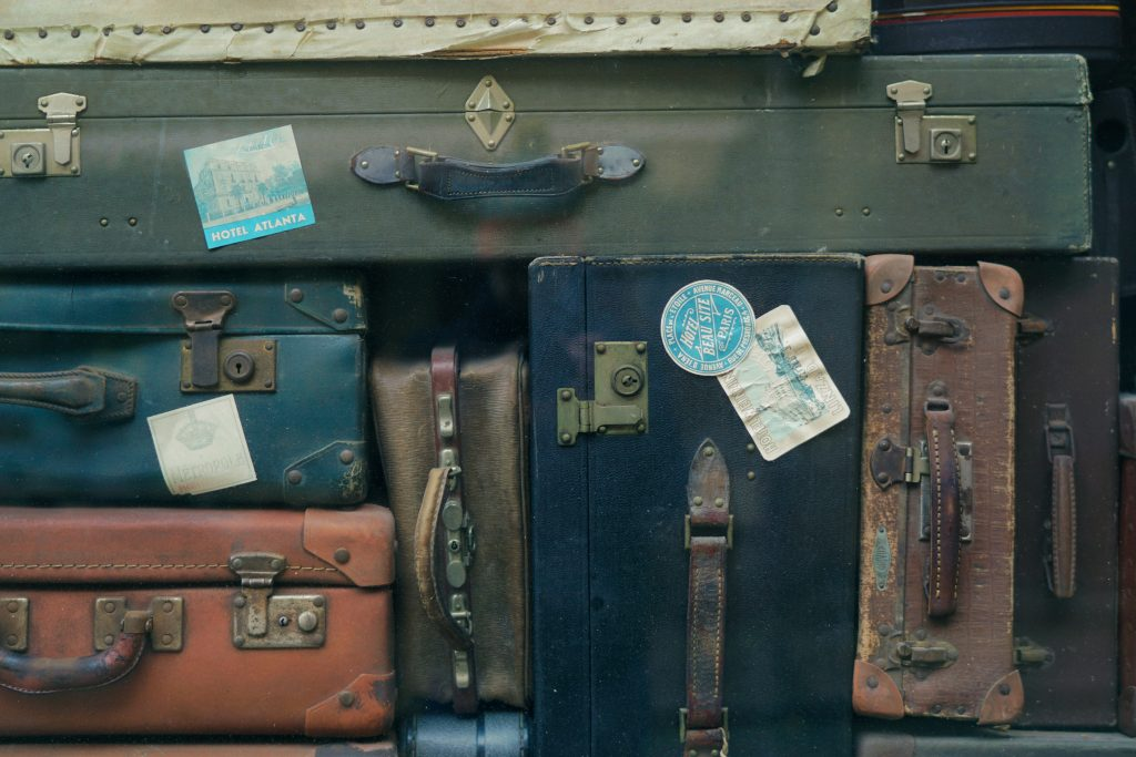 american-tourister-vs-samsonite-suitcases