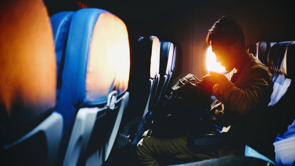 american-tourister-vs-samsonite-underseat-luggage