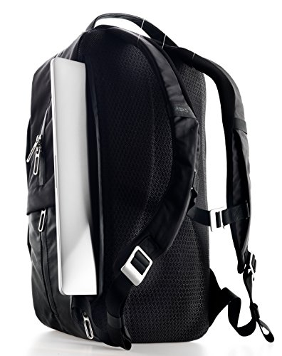 f435161a5578 The interior also features a stretchable compartment that can fit a variety  of items. Completely waterproof and fitted with reflective details