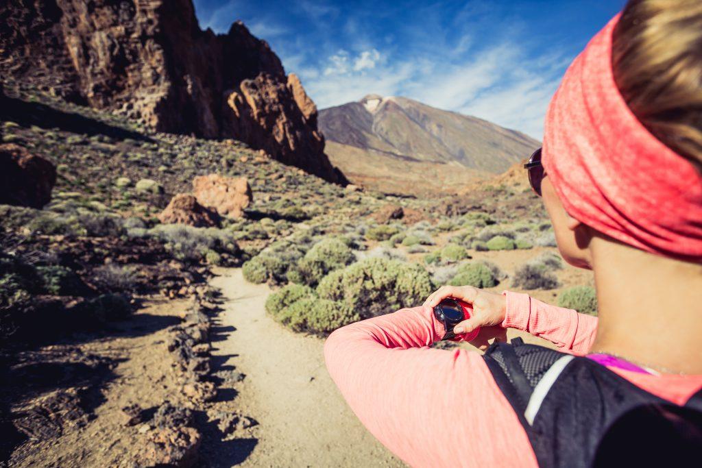 best-hiking-watch-under-$100-reviews-2