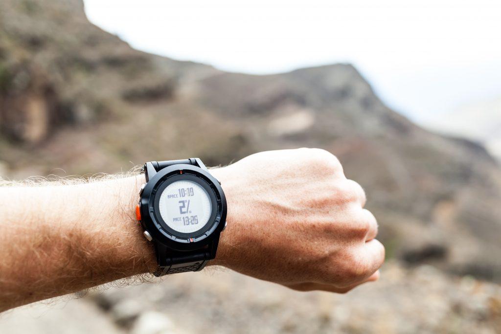 best-hiking-watch-under-$100-reviews