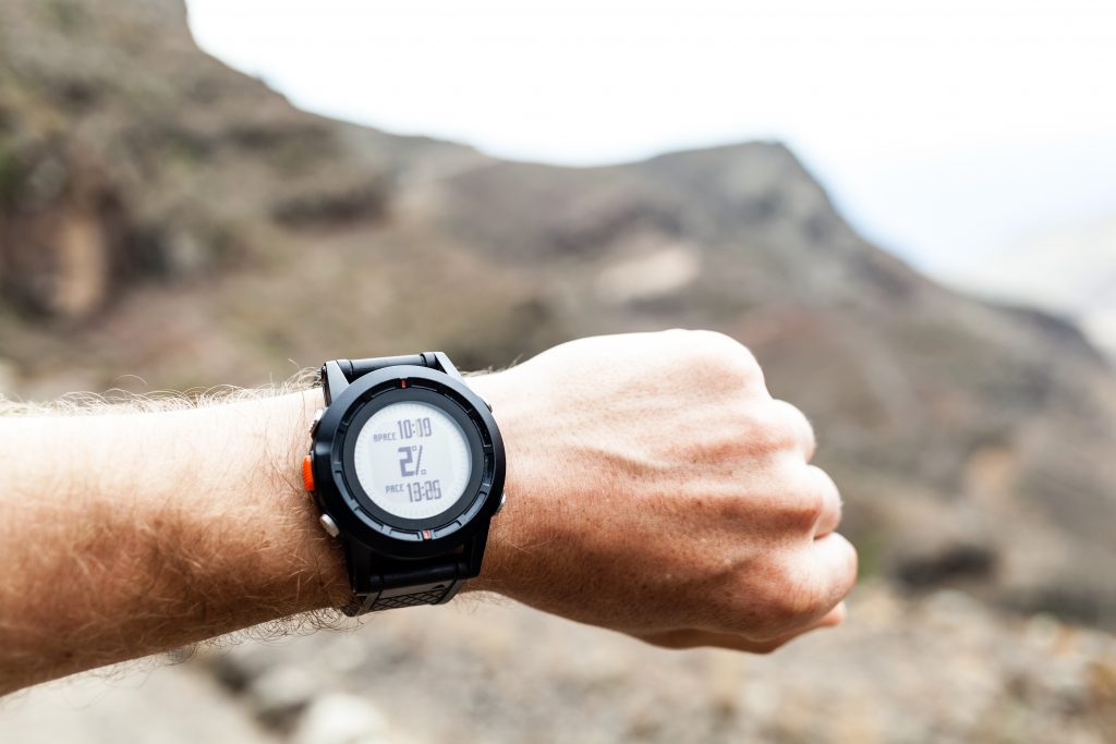 best-hiking-watch-under-$100-reviews