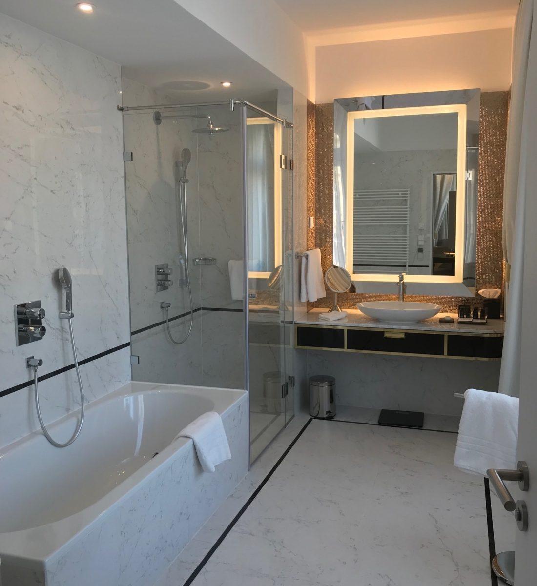 Parisi Udvar Hotel Budapest Bathroom