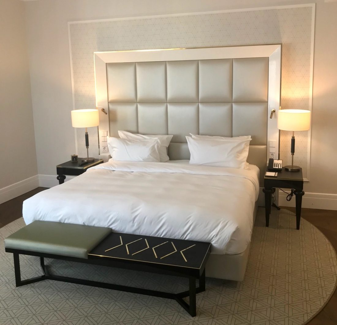 Parisi Udvar Hyatt Heritage Suite Bed